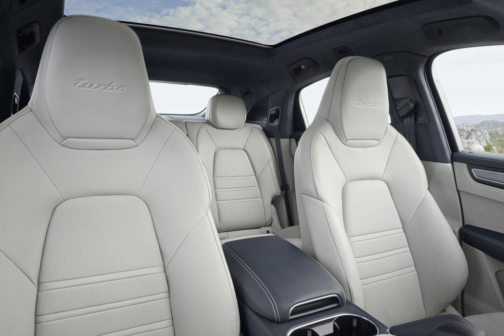 Новый Porsche Cayenne Coupe, передние сиденья