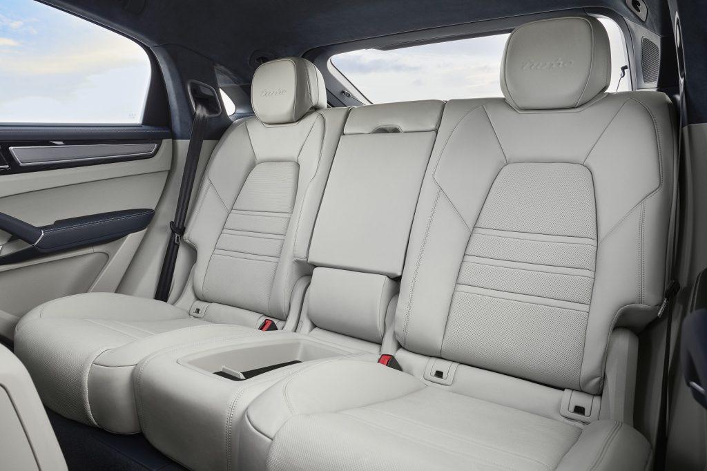 Porsche Cayenne Coupe 2019, задние сиденья