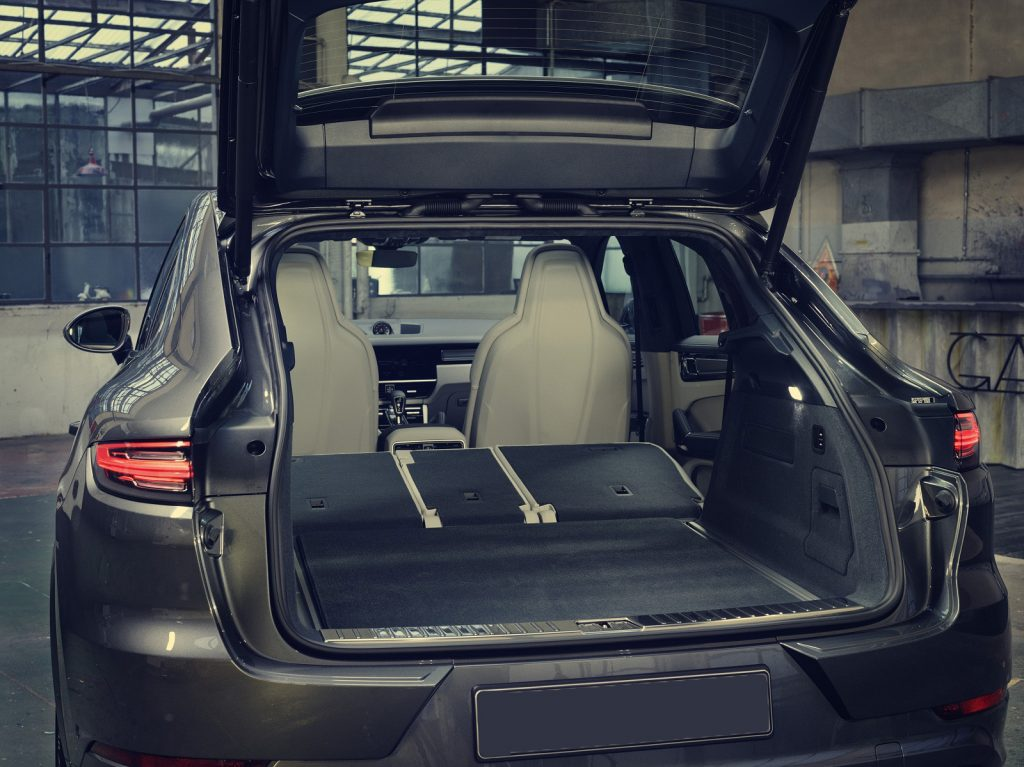 Porsche Cayenne Coupe 2019, багажник