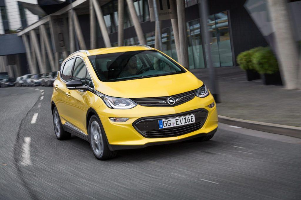 Электромобиль Opel Ampera-e 2017 года