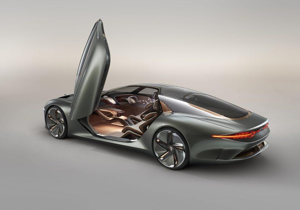 Новый Bentley EXP 100, вид на заднюю диагональ