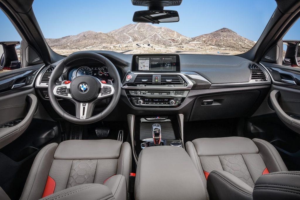 BMW X4 M 2019, передняя панель