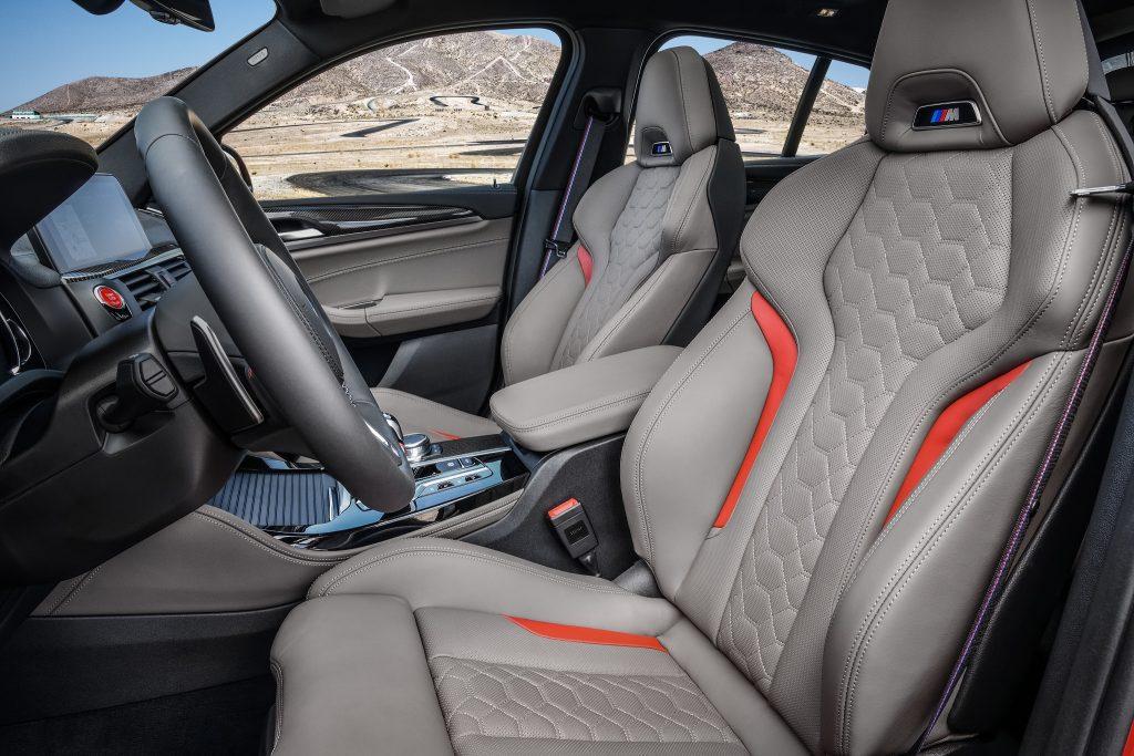 Новый BMW X4 M, передние сиденья