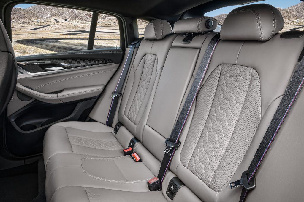 Новый BMW X4 M, задние сиденья