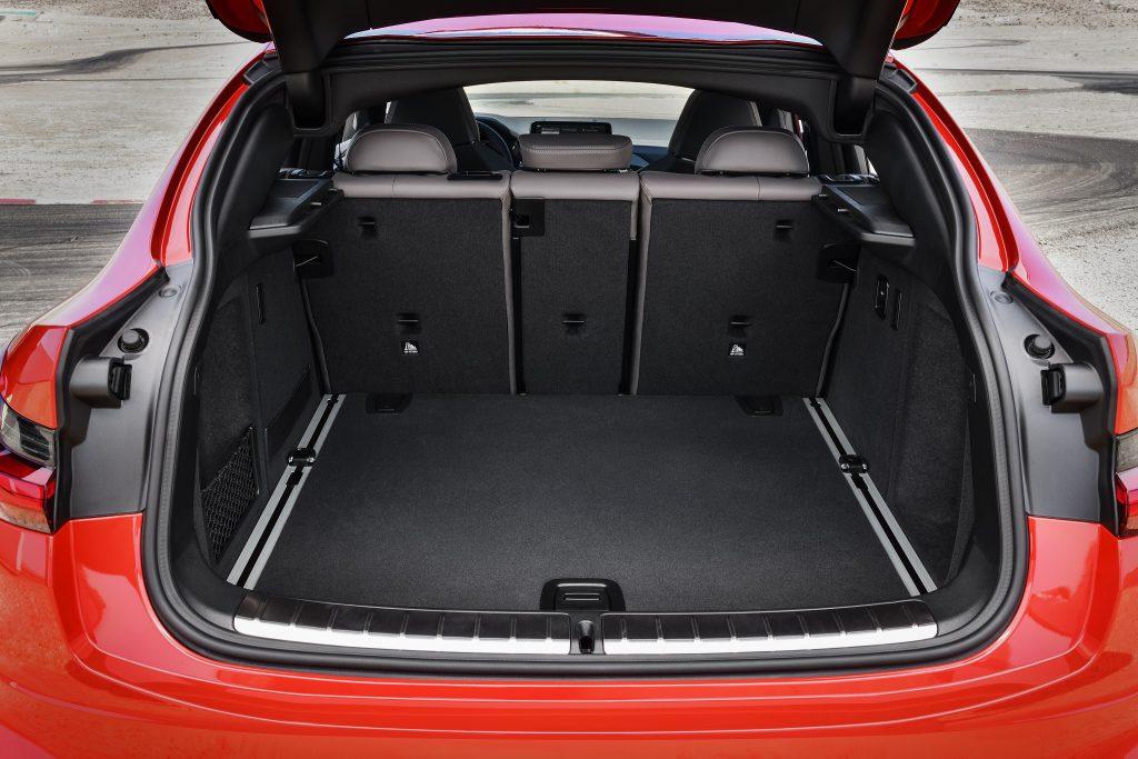 BMW X4 M 2019, багажник