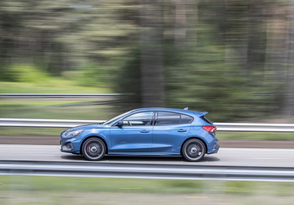 Ford Focus ST 2019, вид сбоку