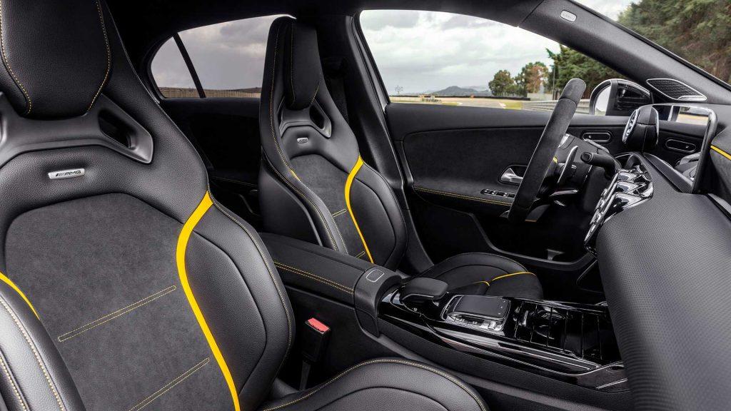 Новый Mercedes-AMG A45, передние сиденья