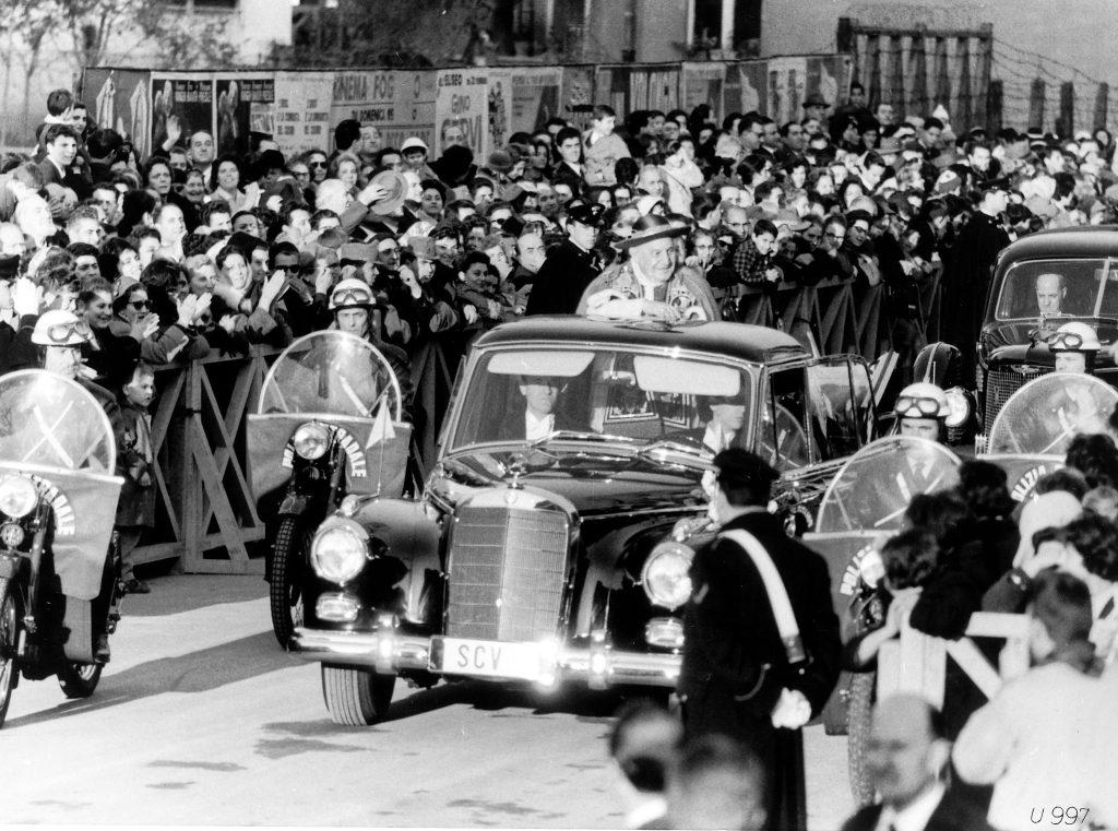 Иоанн ХХІІІ в Mercedes-Benz 300d
