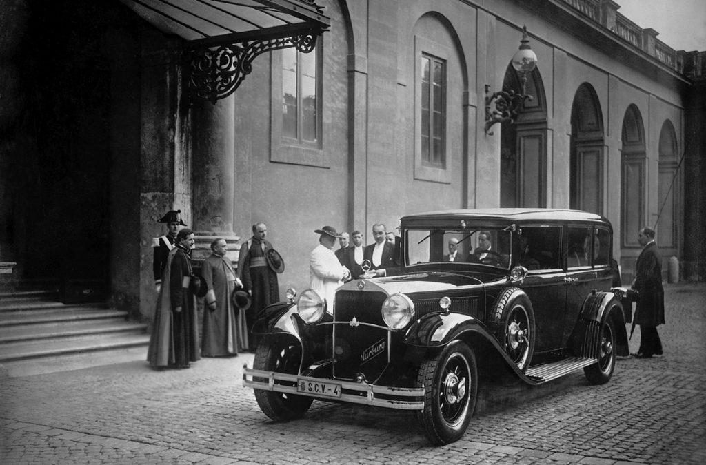 Пий IX и Mercedes-Benz 460 Nurburg