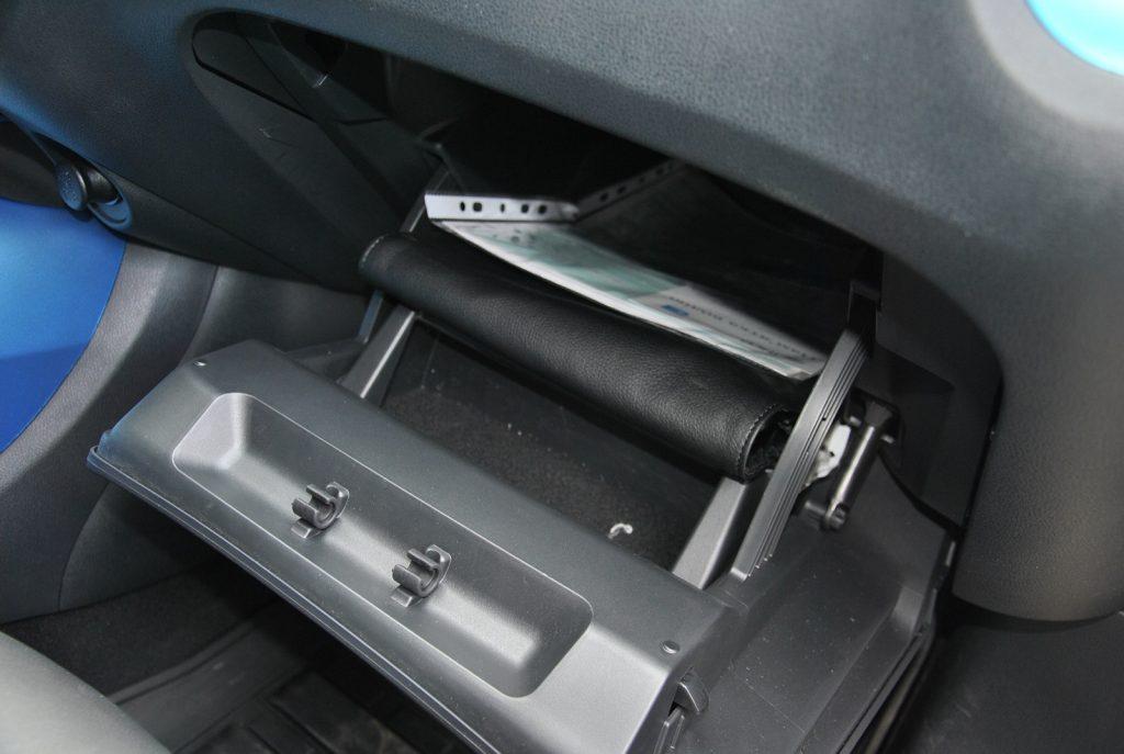 Nissan Juke, перчаточный ящик