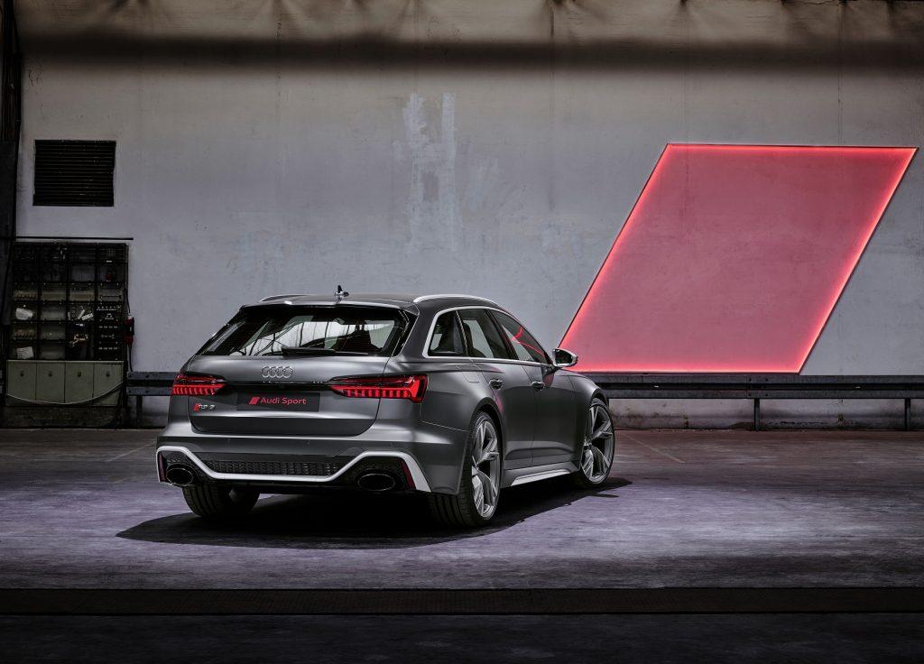Audi RS6 Avant 2020, вид сзади