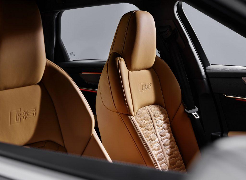 Новый Audi RS6 Avant, передние сиденья