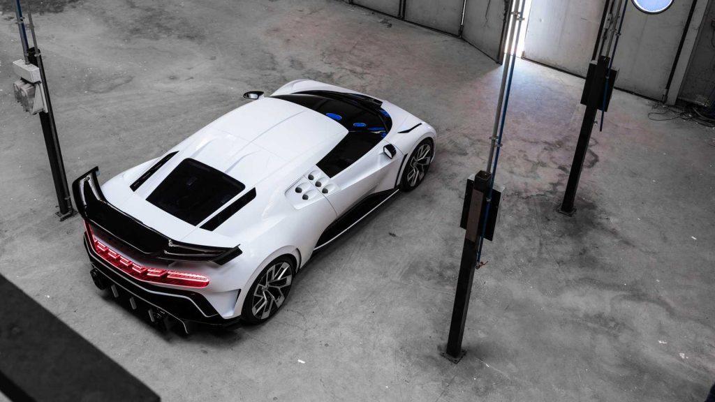 Новый Bugatti Centodieci, вид сверху