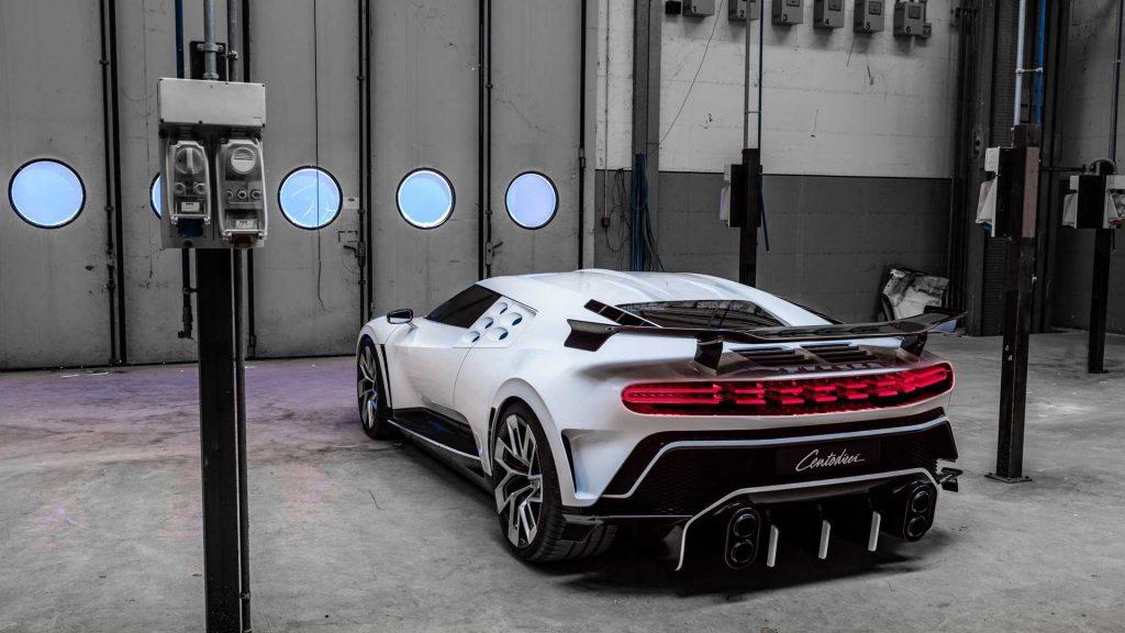 Bugatti Centodieci, вид сзади