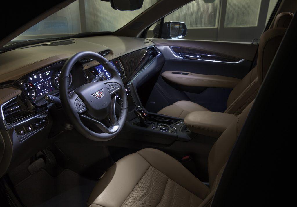 Новый Cadillac XT6, передняя панель