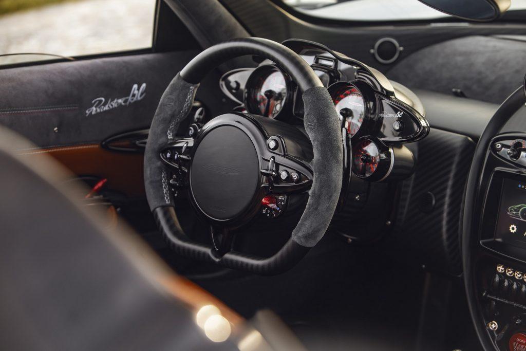 Pagani Huayra Roadster BC, передняя панель