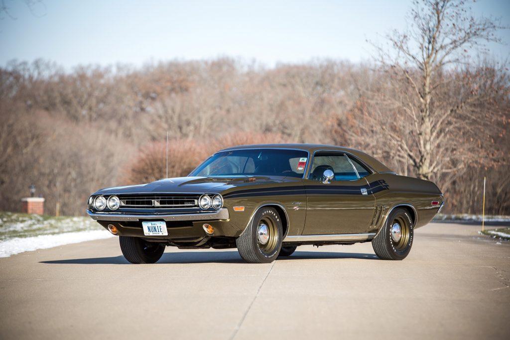 Всего в 1971 году выпущено лишь 356 Dodge Challenger Hemi