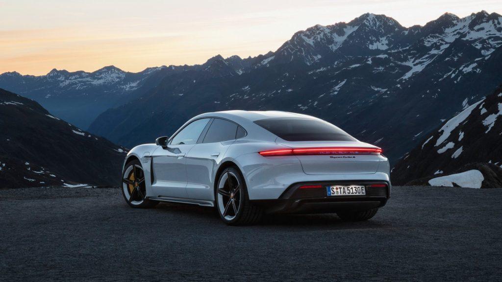 Новый Porsche Taycan, вид сзади