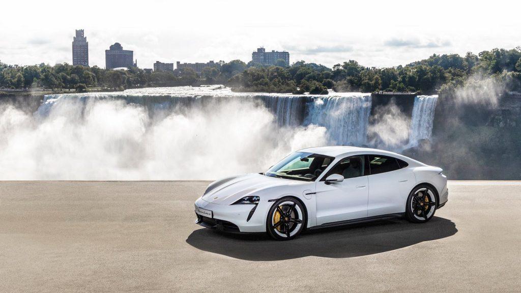 Porsche Taycan 2020, вид сбоку