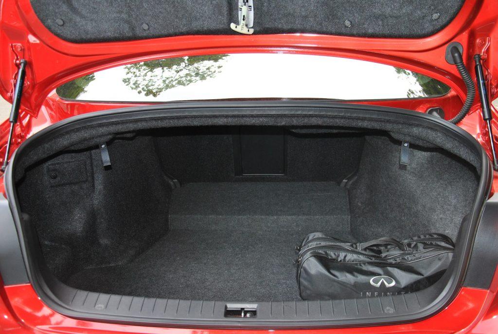 Новый Infiniti Q50, багажник