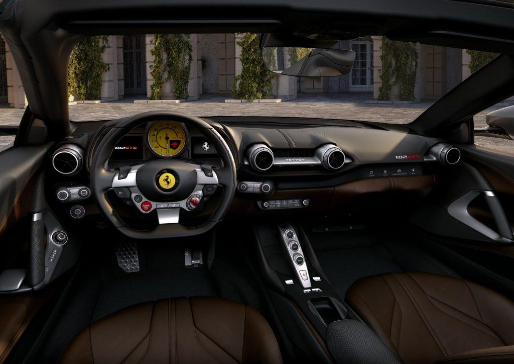 Новый Ferrari 812 GTS, передняя панель