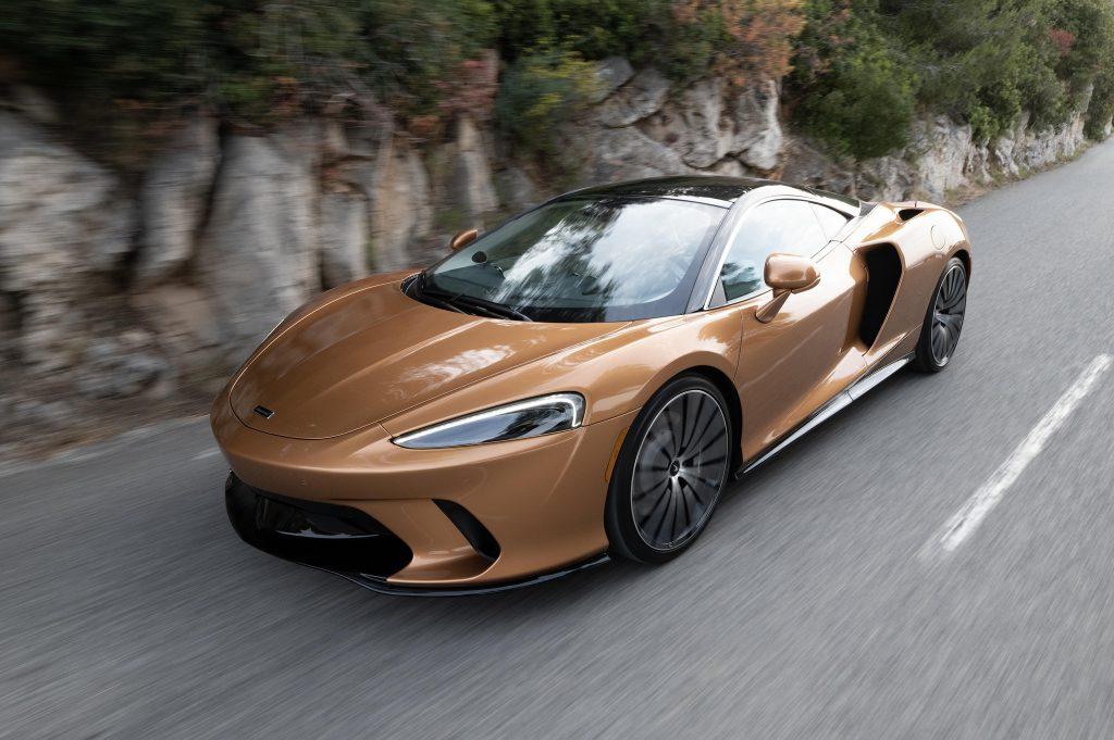 McLaren GT, вид на переднюю диагональ