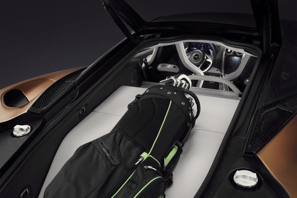 McLaren GT, задний багажник