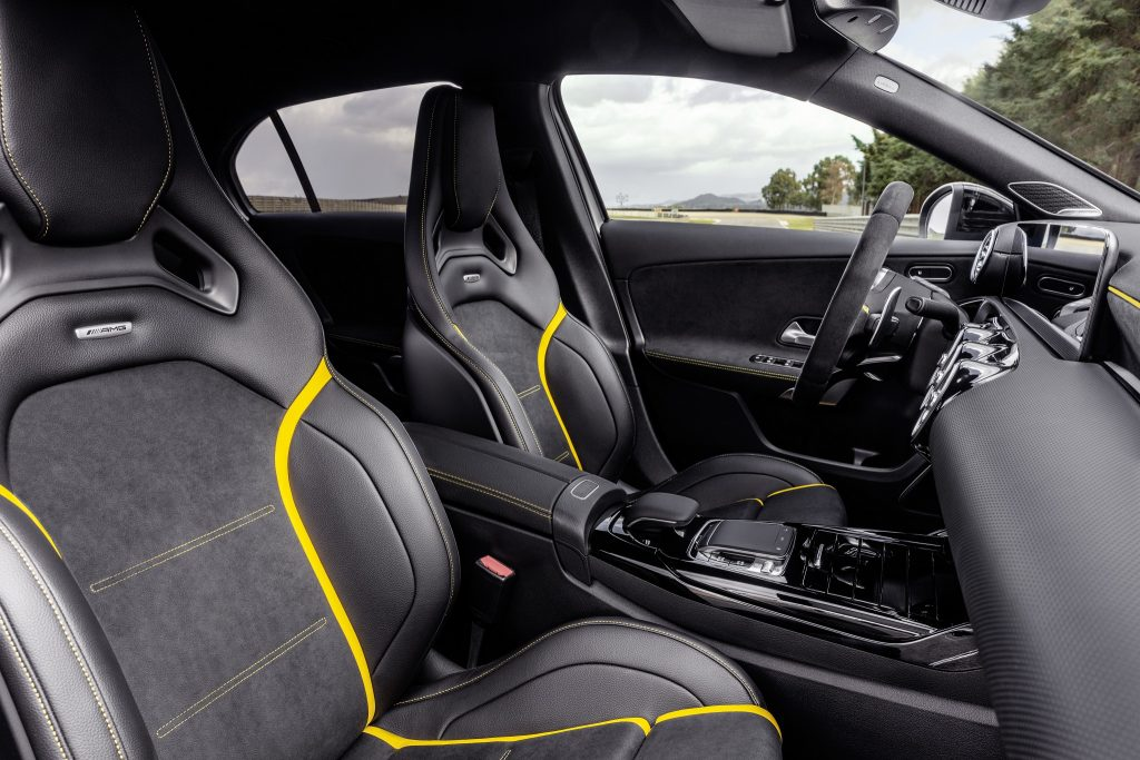 Mercedes-AMG A45, передние сиденья