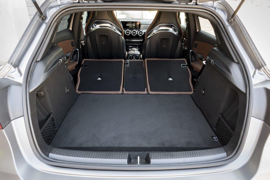Mercedes-AMG A45 2019, багажник