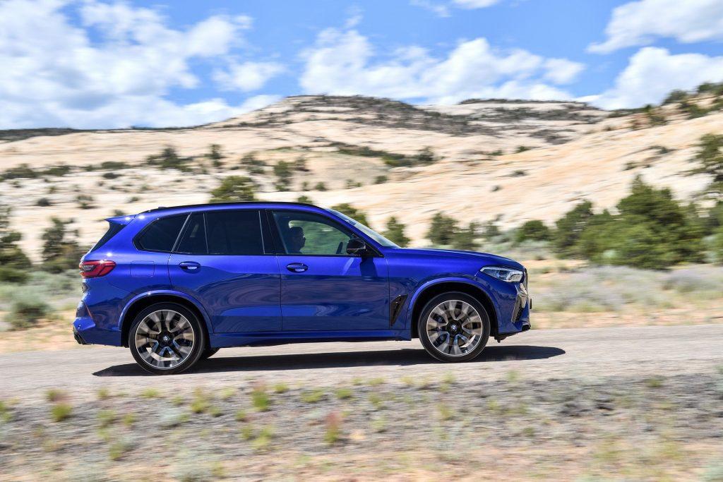 BMW X5 M 2020, вид сбоку