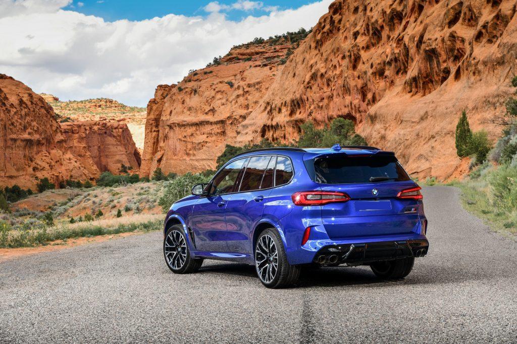 Новый BMW X5 M, вид сзади