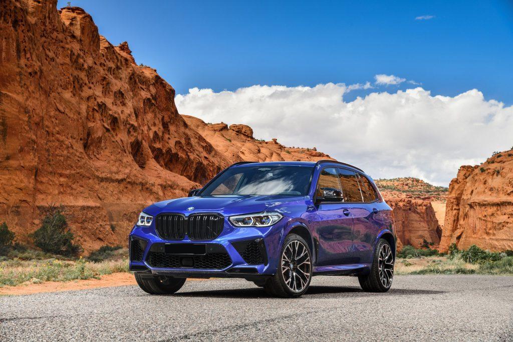 BMW X5 M 2020, вид спереди