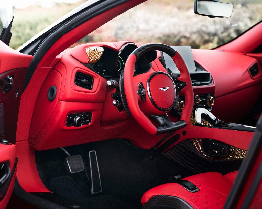 Aston Martin DBS GT Zagato 2020, передняя панель