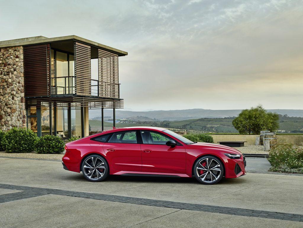 Audi RS7 2020, вид сбоку