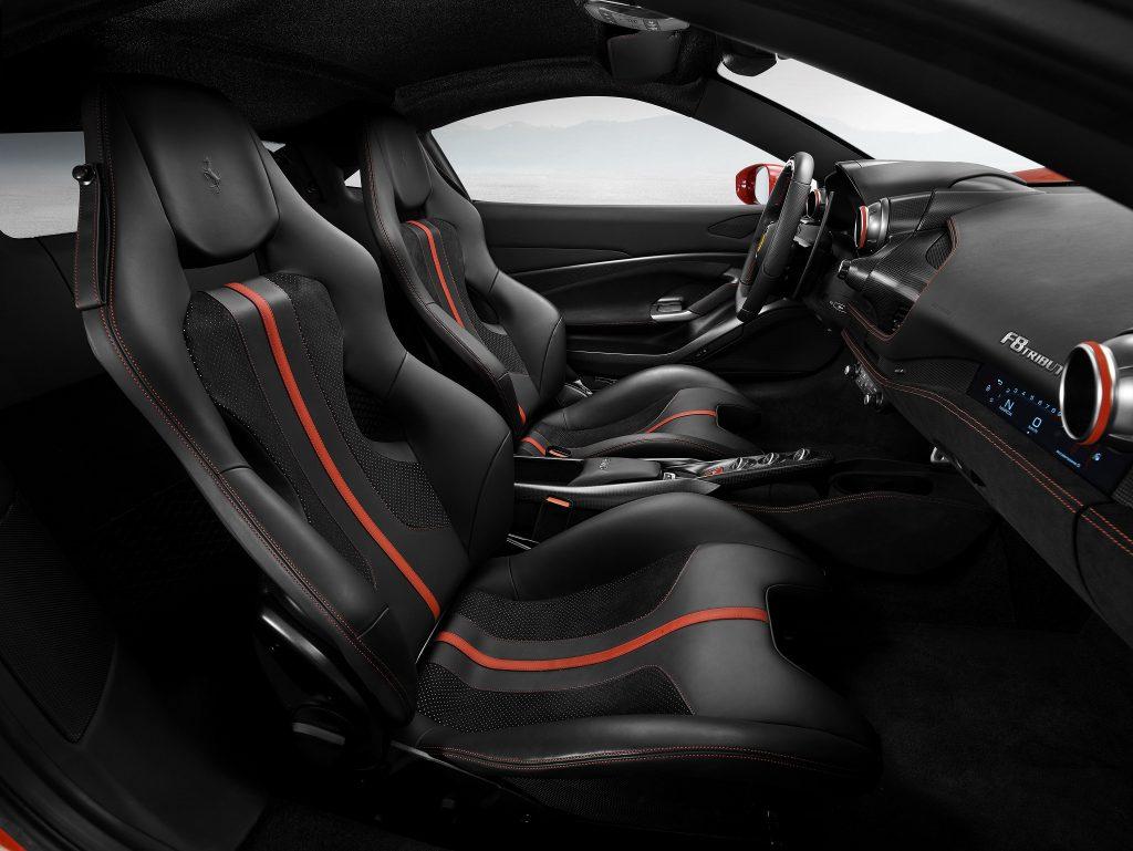 Новый Ferrari F8 Tributo, сиденья