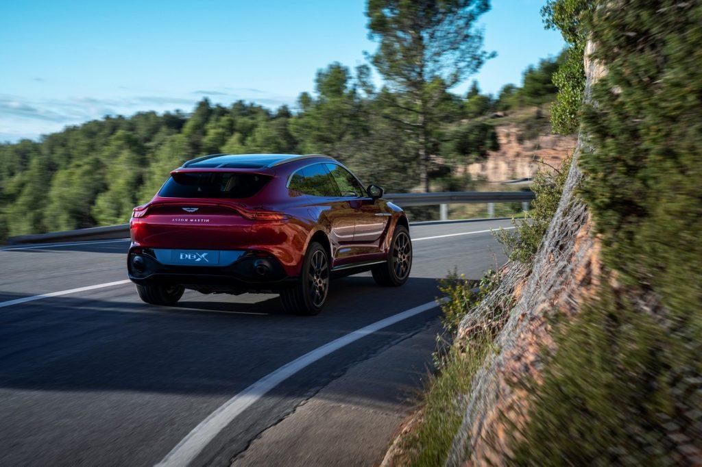 Aston Martin DBX 2020, вид сзади