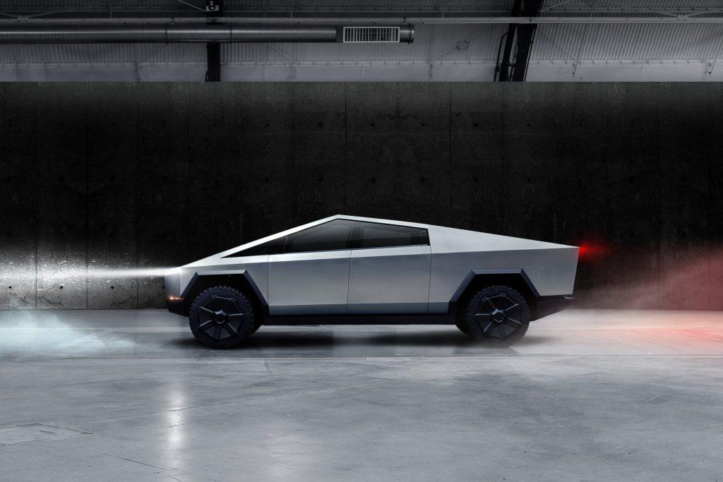 Tesla Cybertruck 2021, вид сбоку