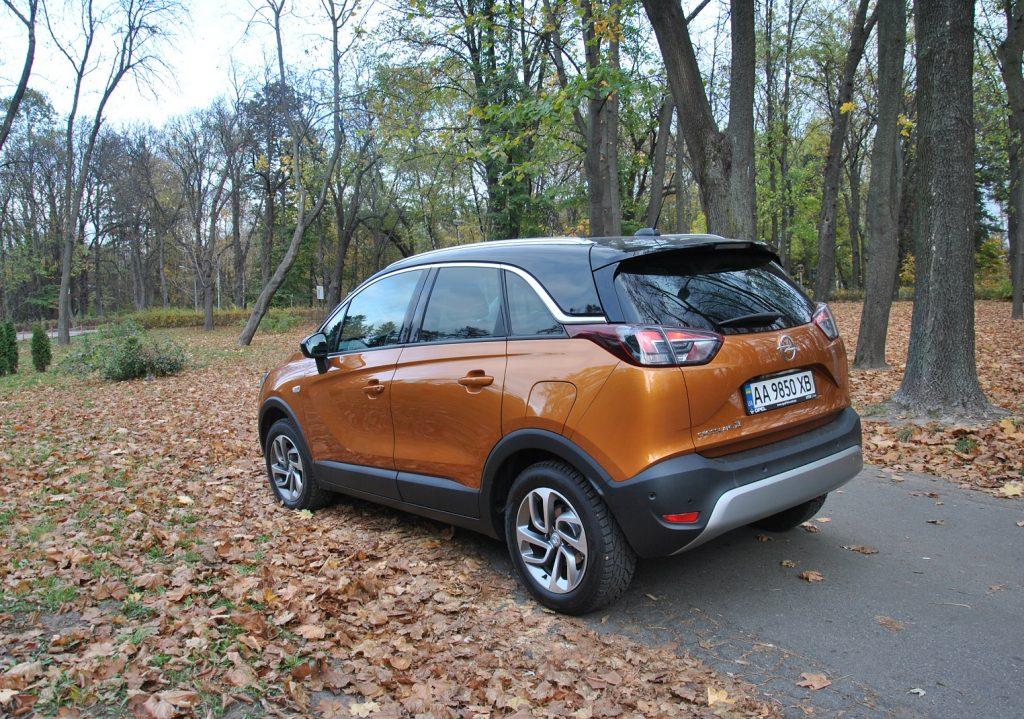 Opel Crossland X, вид на заднюю диагональ