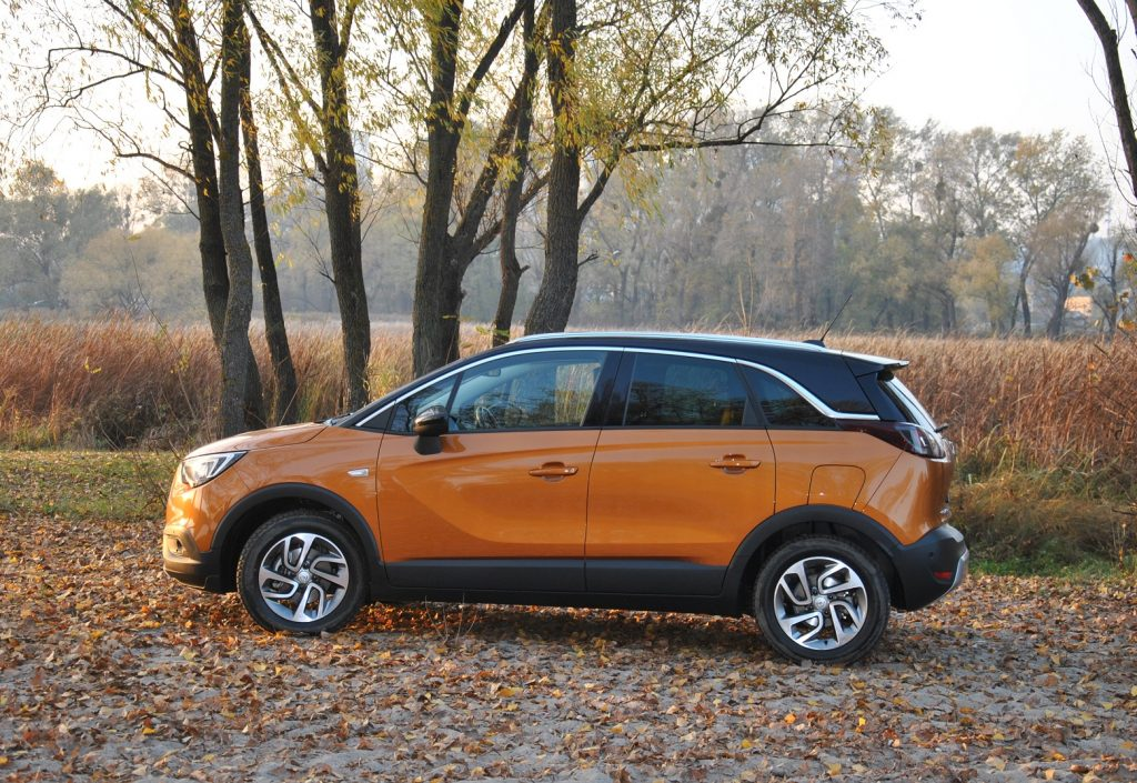 Opel Crossland X 2019, вид сбоку