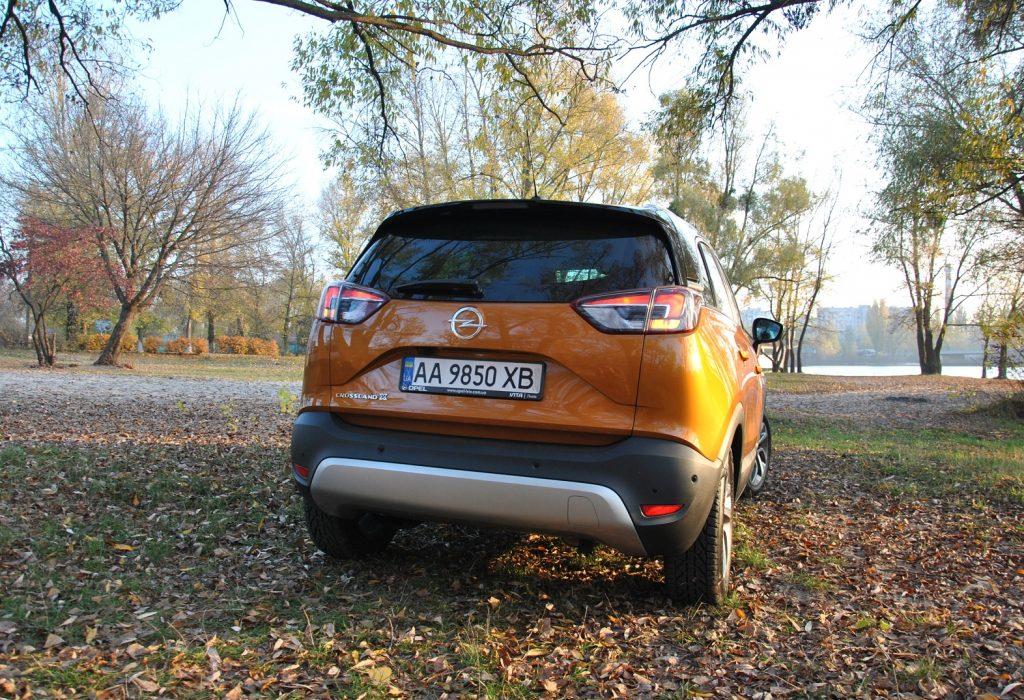 Новый Opel Crossland X, вид сзади