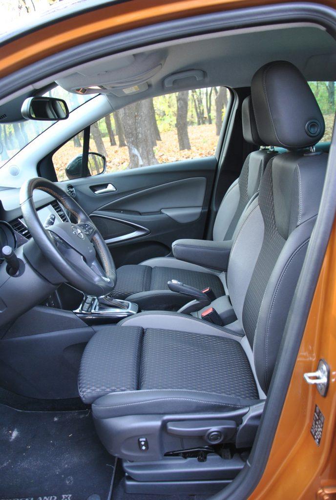 Opel Crossland X, передние сиденья