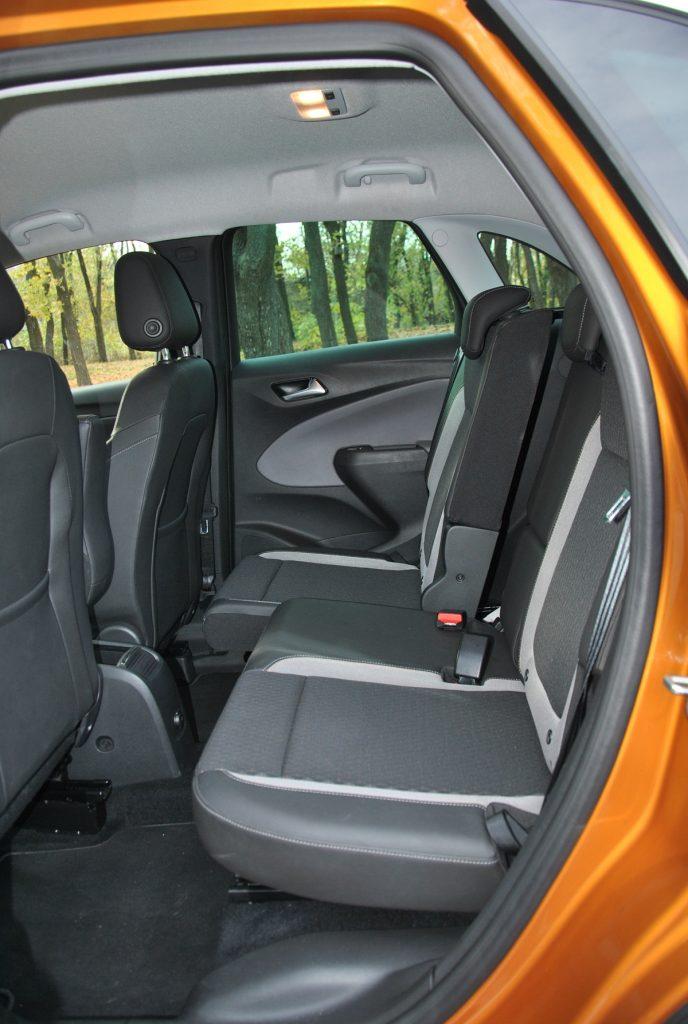 Opel Crossland X, задние сиденья