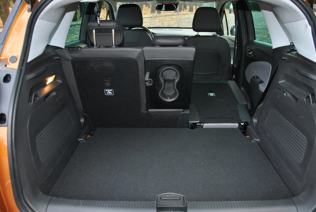 Новый Opel Crossland X, багажник