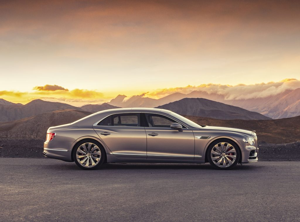 Bentley Flying Spur 2020, вид сбоку