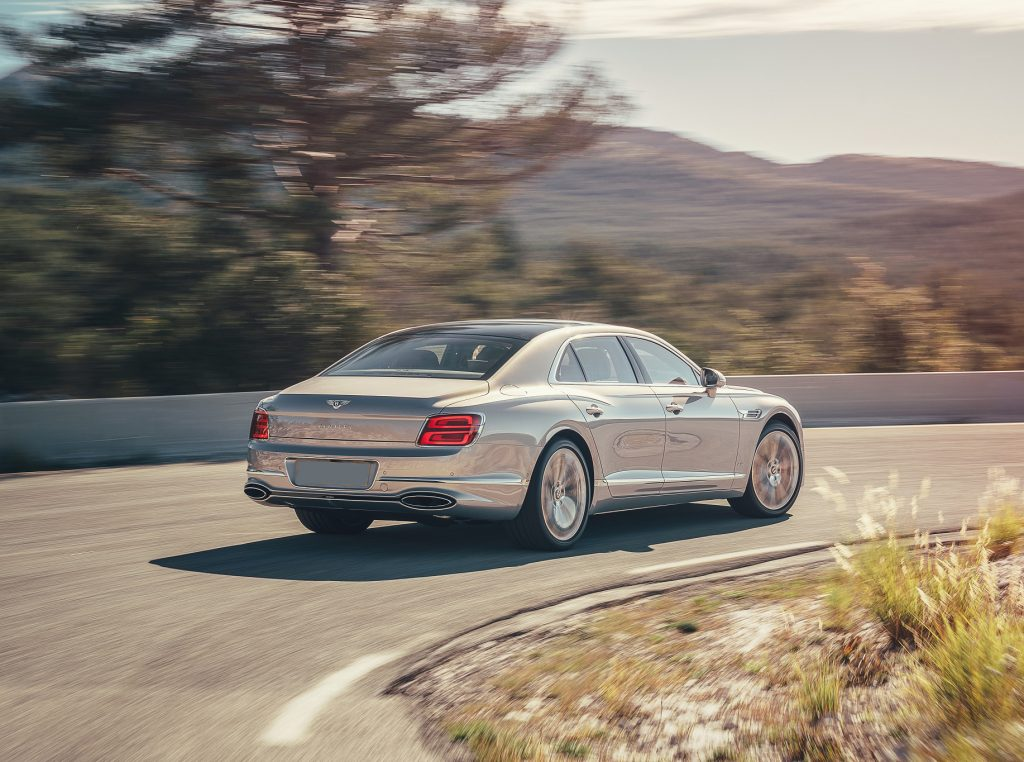 Bentley Flying Spur 2020, вид сзади