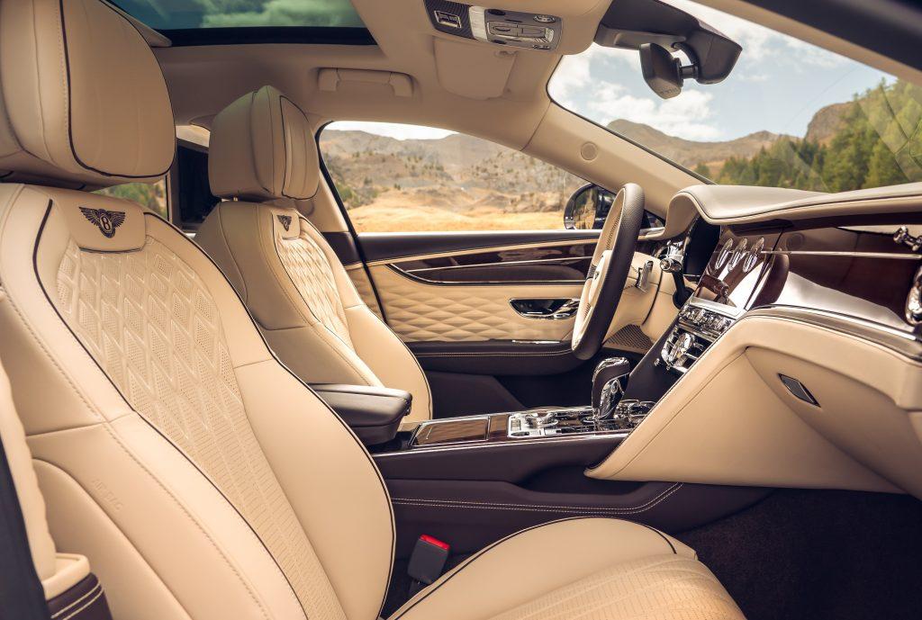 Bentley Flying Spur, передние сиденья