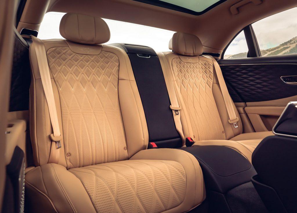Новый Bentley Flying Spur, задние сиденья