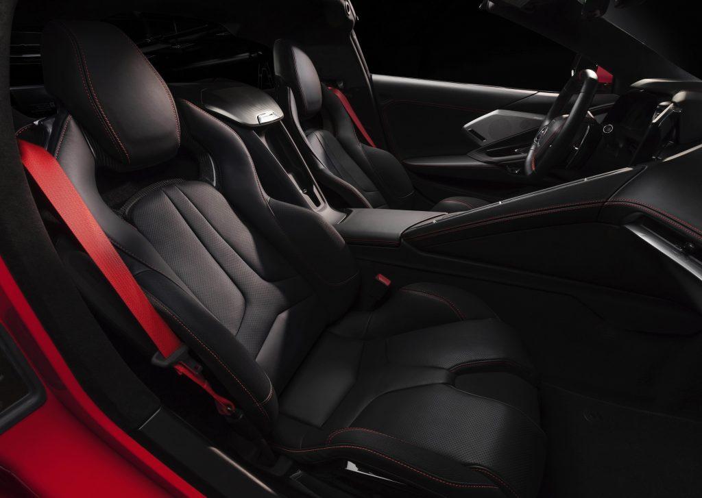 Chevrolet Corvette C8 2020, сиденья