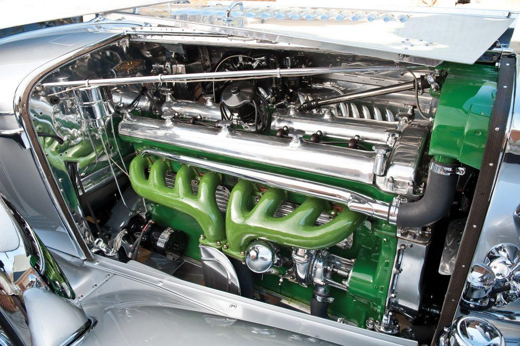 Рядная 6,9-литровая «восьмерка» развивала 265 л. с. в атмосферной версии и 320-400 л. с. – с компрессором