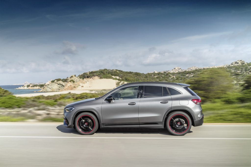 Mercedes-Benz GLA 2020, вид сбоку
